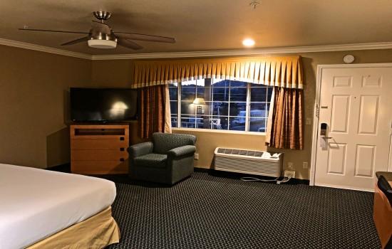 Lake Point Lodge - 1 King Mini-Suite - TV +Sofa