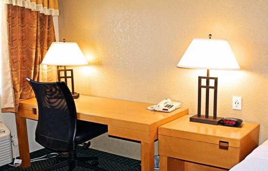 Lake Point Lodge - 1 Standard King - Desk + Chair