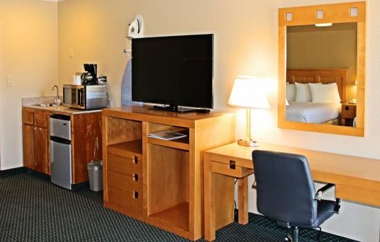 Lake Point Lodge - 2 King Mini-Suite - TV + Desk