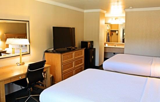 2 Queen Bed - TV + Desk