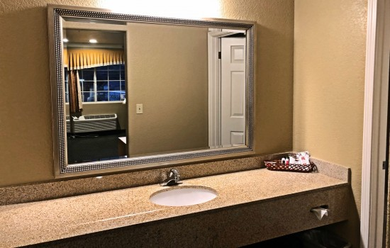 Lake Point Lodge - All Mini-Suite- Vanity 2