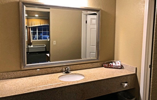 Lake Point Lodge - All Mini-Suite - Vanity