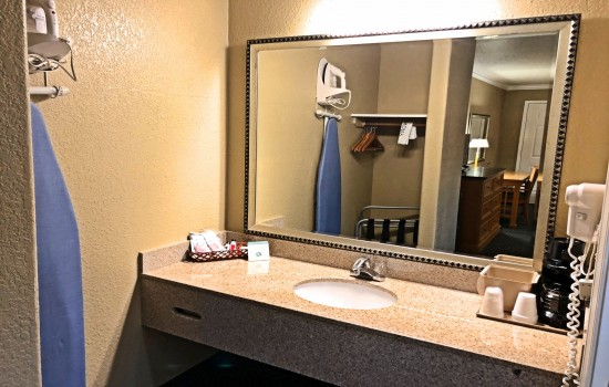 Lake Point Lodge - All Standard Rooms- Vanity Area