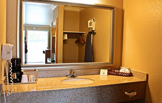 Lake Point Lodge - All Standard Rooms - Vanity