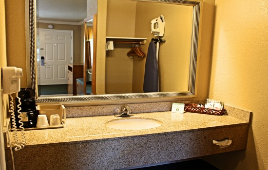 Lake Point Lodge - All Standard Rooms - Vanity 2