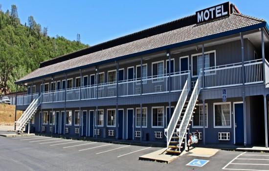 Lake Point Lodge - Exterior - Facing Restaurant