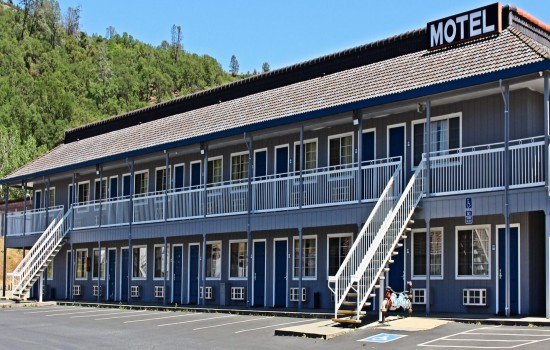 Lake Point Lodge - Exterior Facing Restaurant 3